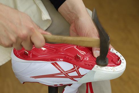 グラブやミットといったスポーツ用品の修理